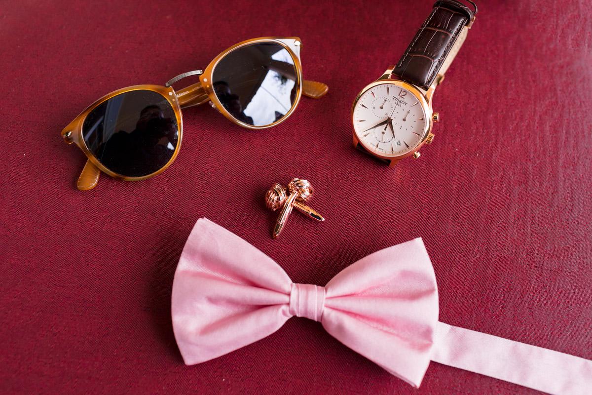 groom's accesories
